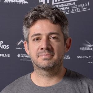 """Tiago Arakilian, diretor de """"Antes Que Eu Me Esqueça"""""""