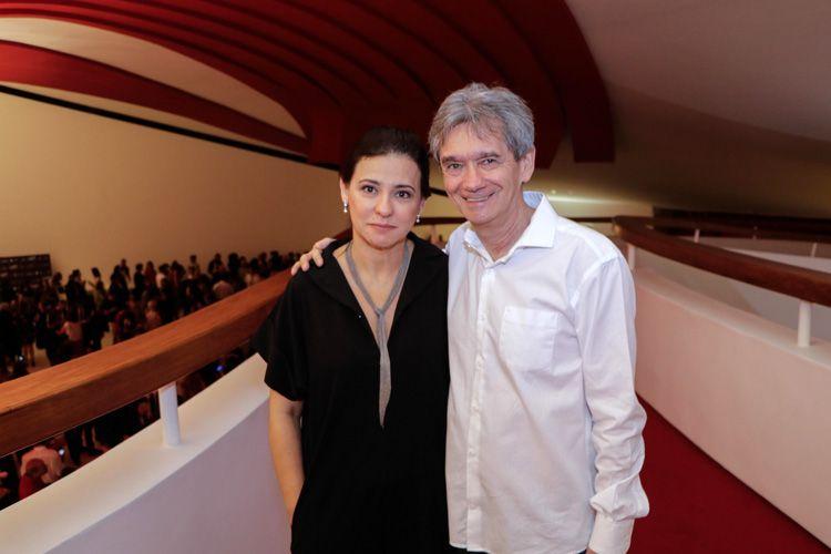 Renata de Almeida (diretora da Mostra) e Serginho Groisman (jornalista e apresentador)