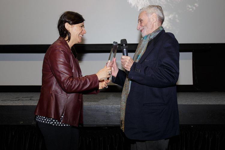 Cinesesc / Renata de Almeida entrega o Prêmio Leon Cakoff ao diretor Paul Vecchiali