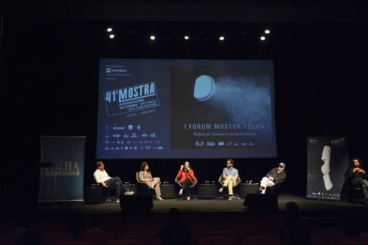 Instituto Itaú Cultural – I Fórum Mostra-Folha – Rumos do Cinema e do Audiovisual / Mesa 3 - A Crítica de Cinema na Era Virtual – Fábio Cypriano (mediador, crítico de arte da Ilustrada e professor da PUC-SP), Luciana Veras (repórter da revista Continente), Andrea Ormont (crítica independente), Marcelo Hessel (crítico do Omelete), Inácio Araújo (crítico da Ilustrada e montador)