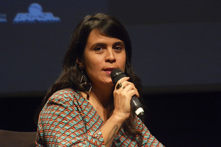 Instituto Itaú Cultural – I Fórum Mostra-Folha – Rumos do Cinema e do Audiovisual / Mesa 3 - A Crítica de Cinema na Era Virtual – Luciana Veras (repórter da revista Continente)