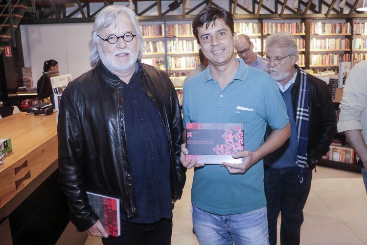 Livraria Blooks – Lançamento do livro Documentário Brasileiro - 100 Filmes Essenciais, organizado por Paulo Henrique Silva, da Abraccine / Paulo Mendonça (diretor do Canal Brasil) e Paulo Henrique Silva (da Abraccine)
