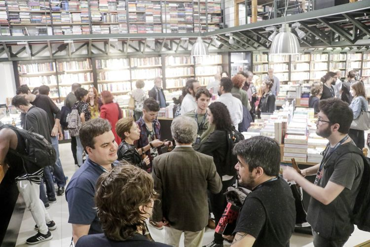 Livraria Blooks – Lançamento do livro Documentário Brasileiro - 100 Filmes Essenciais, organizado por Paulo Henrique Silva, da Abraccine