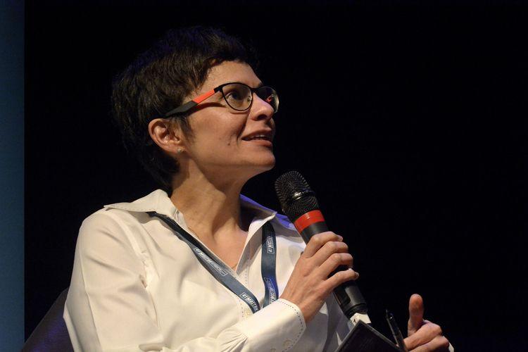 Instituto Itaú Cultural – I Fórum Mostra-Folha – Rumos do Cinema e do Audiovisual / Mesa 2 – Vídeo Sob Demanda: Consumo e Regulação – Ana Paula Sousa (mediadora, coordenadora do Fórum)