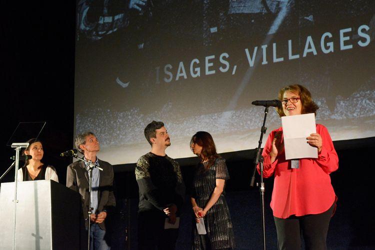 Cinearte 1 / A jornalista Maria do Rosário Caetano anuncia o Prêmio Especial da Crítica, Menção Honrosa ao filme Visages, Villages, de Agnès Varda e JR (França)