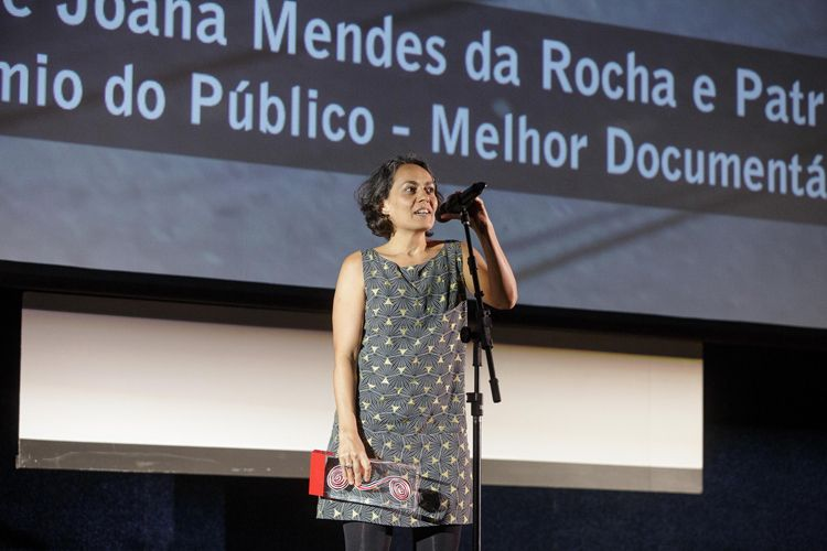 Cinearte 1 / O Prêmio do Público para Melhor Documentário Brasileiro é do filme Tudo é Projeto, de Joana Mendes da Rocha e Patricia Rubano (Brasil). A diretora Joana Mendes da Rocha recebe o prêmio e fala com o público
