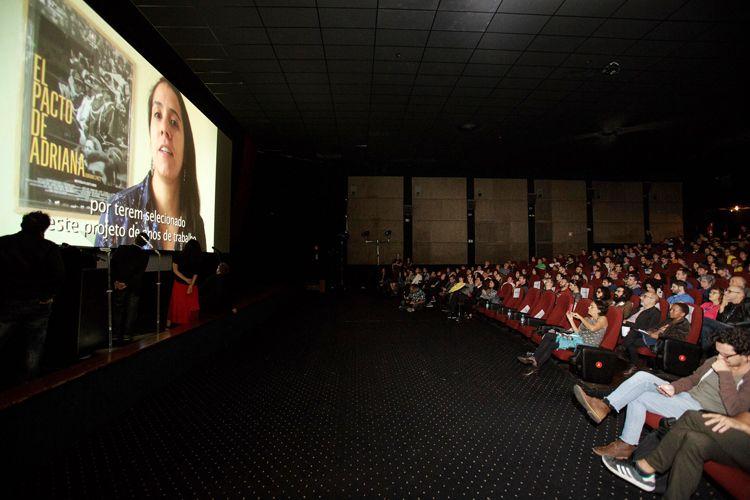 Cinearte 1 / Prêmio do Júri para Melhor Filme na Competição Novos Diretores para o filme O Pacto de Adriana, de Lissette Orozco (Chile). Por vídeo, a diretora fala ao público da Mostra