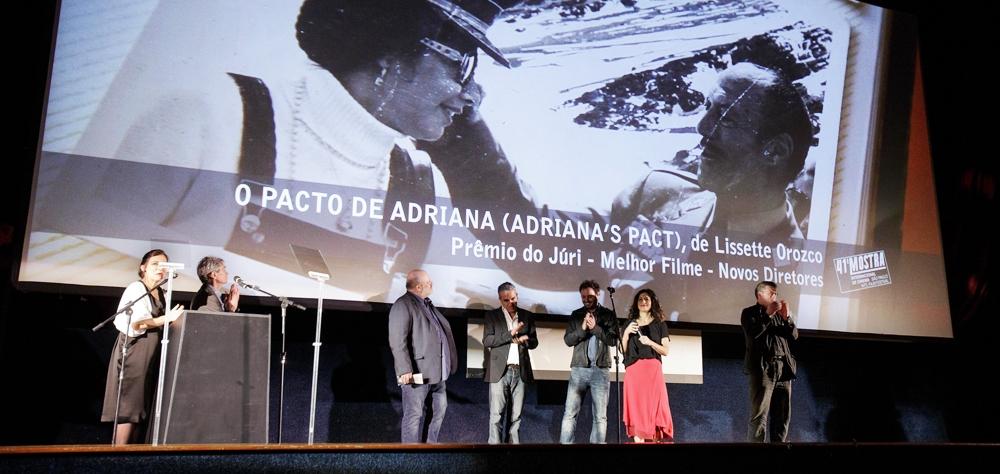 """Documentário chileno """"O Pacto de Adriana"""" ganha o Troféu Bandeira Paulista da 41ª Mostra"""